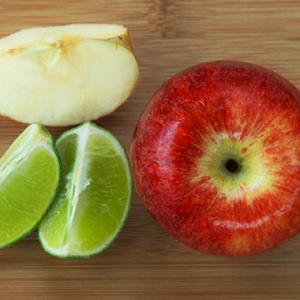 El limón evita que la manzana se oxide