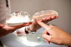 Implantes mamarios hechos de silicona