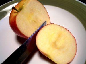 manzana oxidada oscura